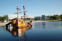 Das Piratenschiff auf dem erlebnisreichen Flussbad. © Bäderbetriebsgesellschaft Oldenburg mbH