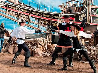 """In der Making-of-Show zum Film """"Die Drei Musketiere in 3D"""" liefert sich die Stuntcrew packende Schwertkämpfe. © Filmpark Babelsberg"""