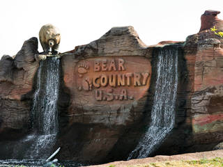 Entrance of Bear Country USA © aussiegtl